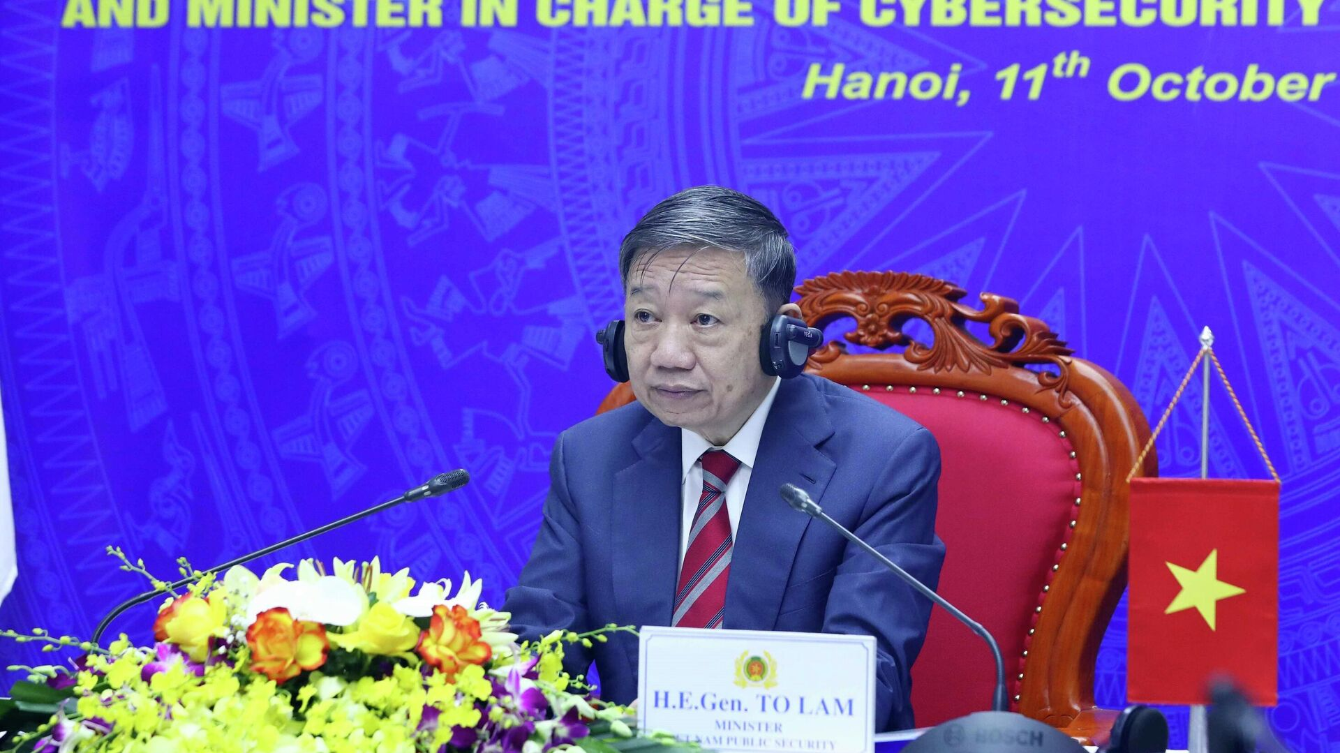 Đại tướng Tô Lâm, Ủy viên Bộ Chính trị, Bộ trưởng Bộ Công an tham dự cuộc họp trực tuyến tại điểm cầu Hà Nội. - Sputnik Việt Nam, 1920, 11.10.2021
