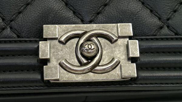 Una bolsa de Chanel - Sputnik Việt Nam