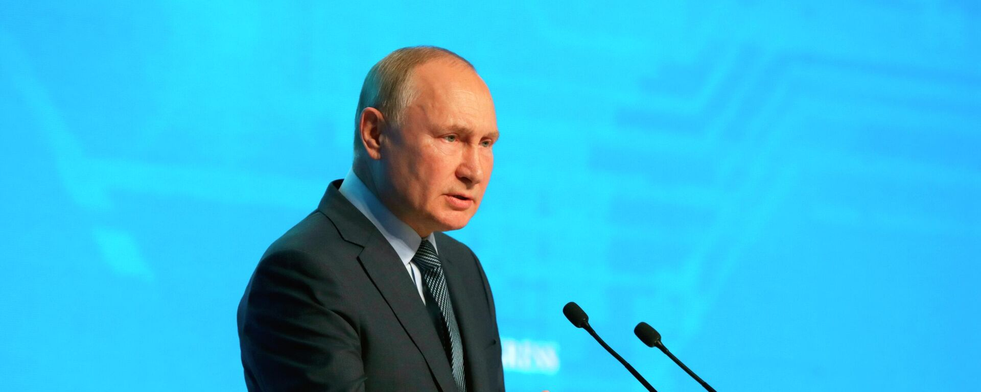 Tổng thống Nga V.Putin tham gia phiên họp toàn thể của  diễn đàn «Tuần lễ Năng lượng Nga». - Sputnik Việt Nam, 1920, 13.10.2021