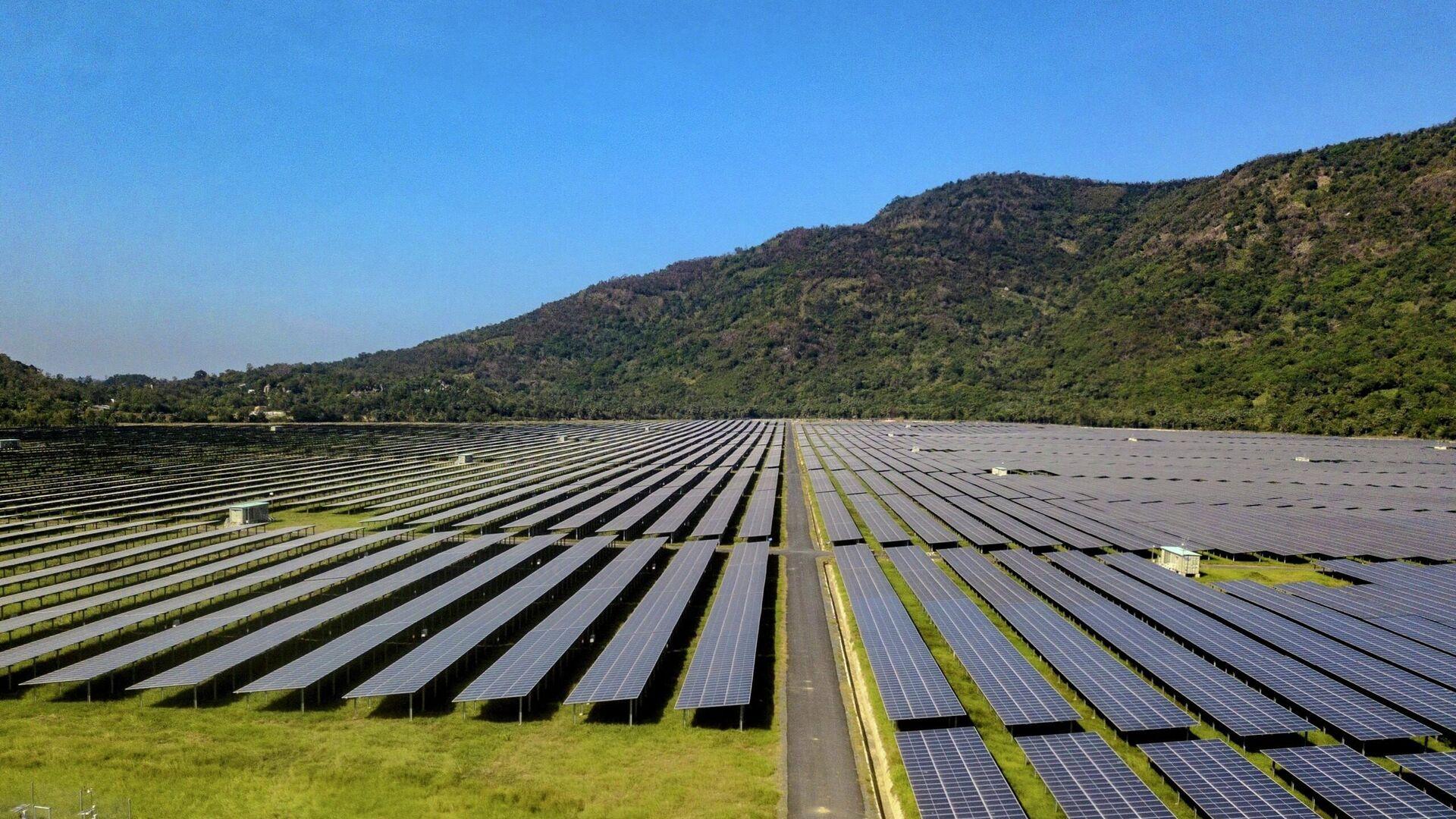 Nhà máy điện mặt trời Sao Mai - An Giang với tổng công suất 210 MWp sẽ đóng góp gần 400 triệu kWh mỗi năm cho lưới điện quốc gia  - Sputnik Việt Nam, 1920, 14.10.2021