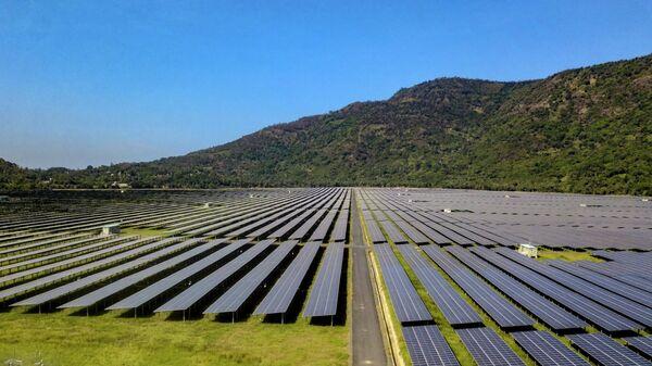Nhà máy điện mặt trời Sao Mai - An Giang với tổng công suất 210 MWp sẽ đóng góp gần 400 triệu kWh mỗi năm cho lưới điện quốc gia  - Sputnik Việt Nam
