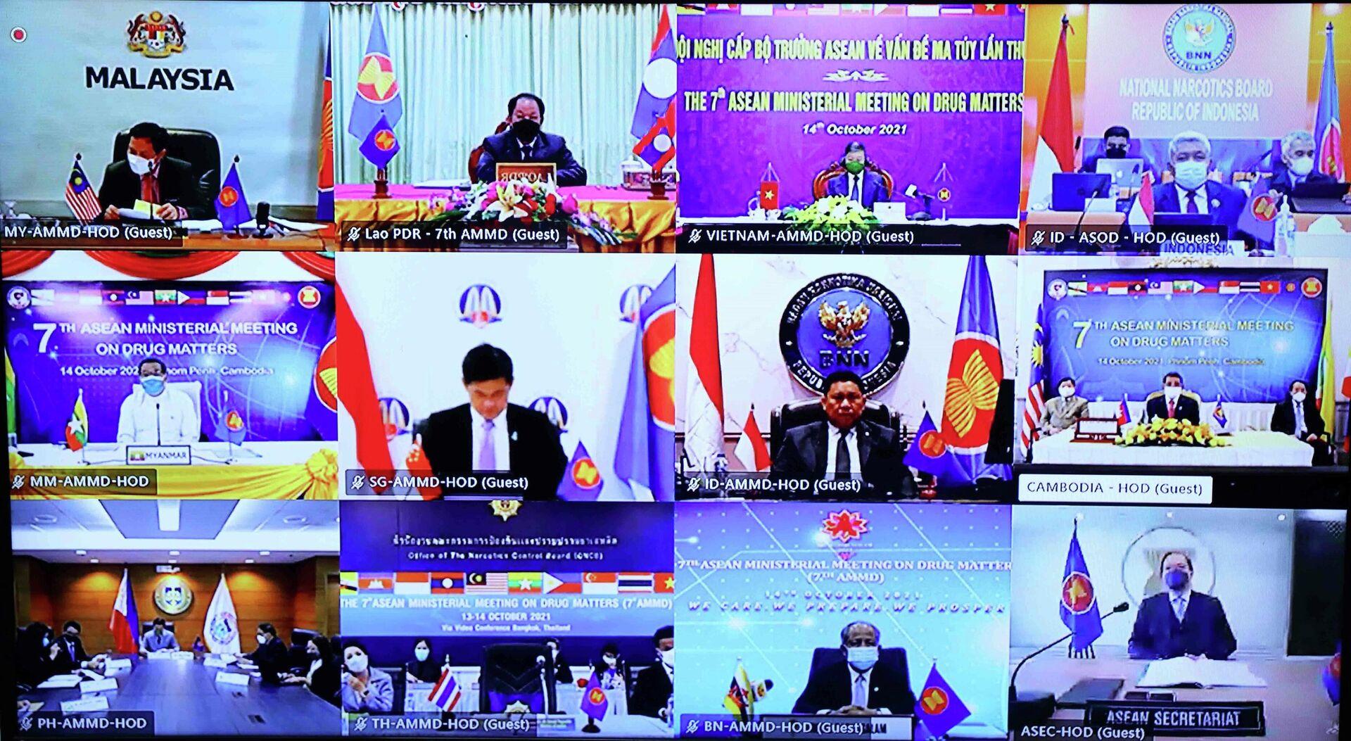 Bộ trưởng Bộ Công an Tô Lâm và các đại biểu dự Hội nghị theo hình thức trực tuyến  - Sputnik Việt Nam, 1920, 14.10.2021