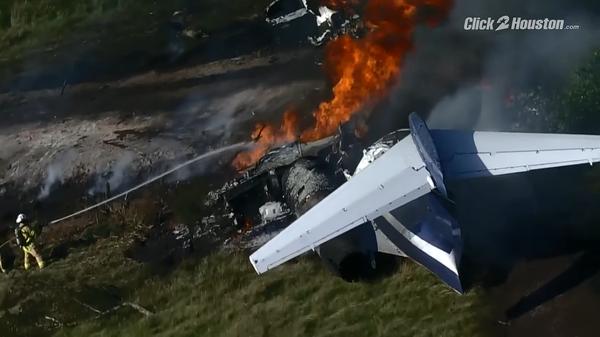 В округе Уоллер американского штата Техас разбился пассажирский самолет McDonnell Douglas DC 9-87 - Sputnik Việt Nam