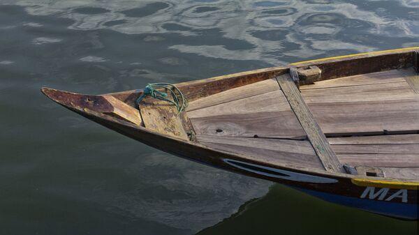 Нос деревянной лодки в реке во Вьетнаме - Sputnik Việt Nam