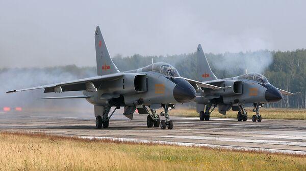 Китайский истребитель-бомбардировщик Xian JH-7 - Sputnik Việt Nam