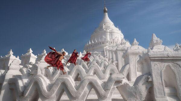 Снимок Little Monks Playing турецкого фотографа Ilhan Eroglu, занявший 2-ое место в категории Special/Travel / Wanderlust в конкурсе International Photography Awards 2021 - Sputnik Việt Nam