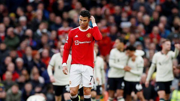 Криштиану Роналду в матче Манчестер Юнайтед - Ливерпуль после забитого игроком Ливерпуля третьего гола - Sputnik Việt Nam