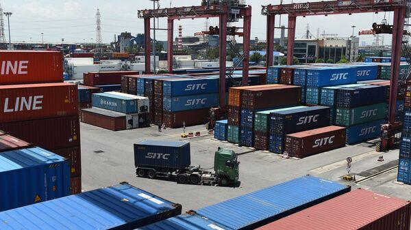 В порту Динь Ву в городе Хайфон, Вьетнам - Sputnik Việt Nam