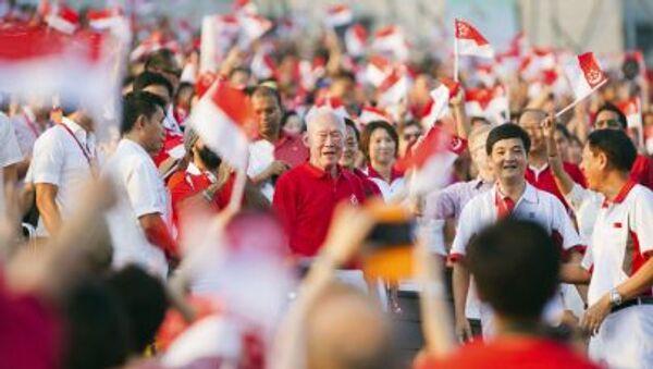 Cựu Thủ tướng Singapore Lý Quang Diệu trong cuộc diễu hành. - Sputnik Việt Nam