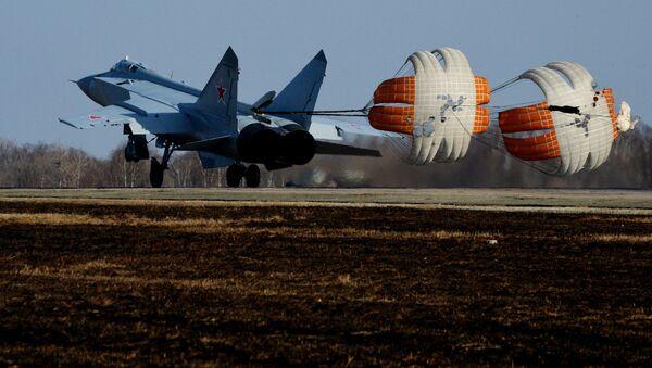 Một trong ba máy bay MiG-31 BM hiện đại hóa đầu tiên khi hạ cánh tại sân bay quân sự ở Primorye - Sputnik Việt Nam