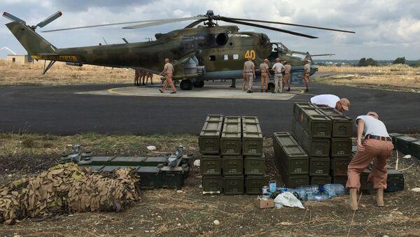 Trực thăng tấn công  Mi-24 của Nga xuất kích từ sân bay Hmeymim ở Syria - Sputnik Việt Nam