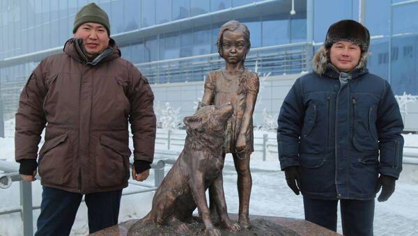 Thành phố Yakutsk dựng tượng bé gái bị lạc hơn 10 ngày trong rừng taiga - Sputnik Việt Nam