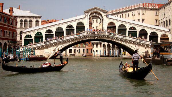 Cầu Rialto ở Venice. - Sputnik Việt Nam