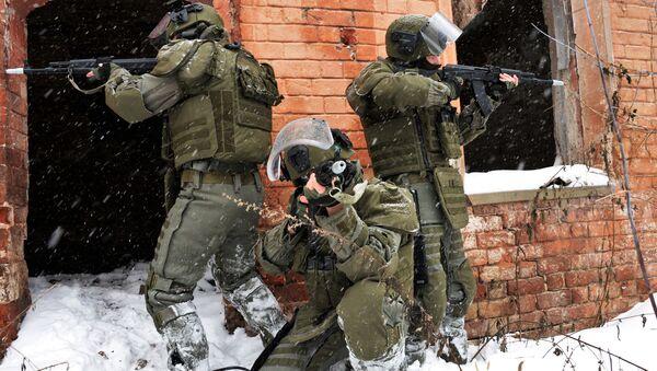 Các chiến sĩ của tiểu đoàn tấn công thuộc binh chủng công binh Liên bang Nga trong cuộc thao diễn quân sự ở tỉnh Vladimir - Sputnik Việt Nam