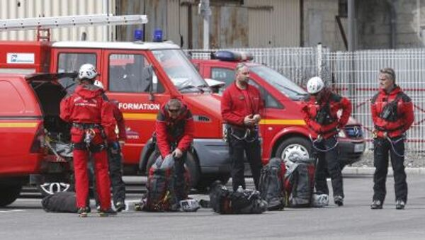 Nhân viên cứu hỏa Pháp chuẩn bị bay đến hiện trường rơi máy bay A-320 trên dãy núi Alpes - Sputnik Việt Nam