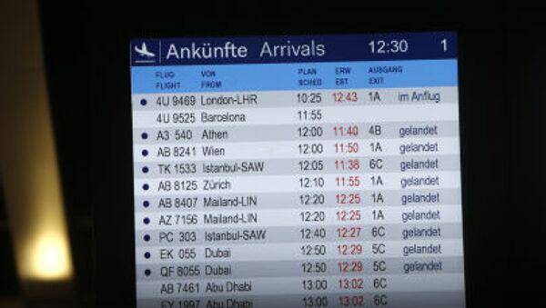 Bảng thông báo máy bay đến của sân bay Düsseldorf - Sputnik Việt Nam