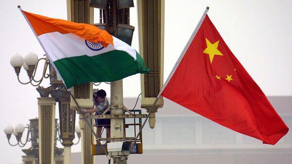 Hai quốc kỳ Ấn Độ và Trung Quốc - Sputnik Việt Nam