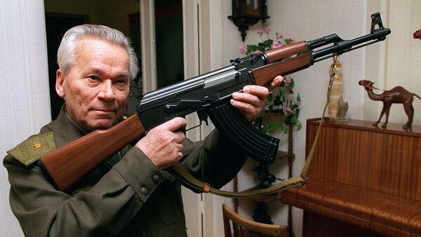 Mikhail Kalashnikov và AK-47 - Sputnik Việt Nam
