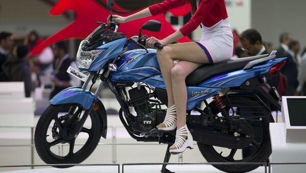 Xe Ấn Độ TVS Victor Motorcycle tại Indian Auto Expo 2016 - Sputnik Việt Nam