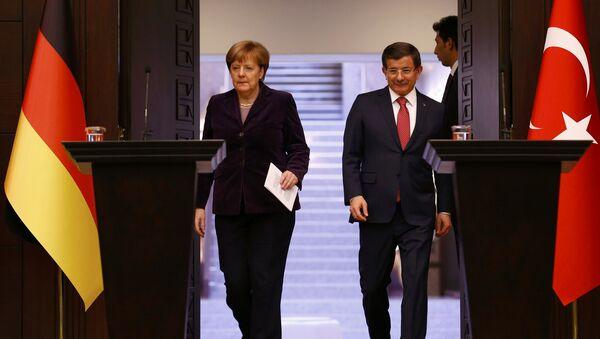 Thủ tướng Đức Angela Merkel  và Thủ tướng Thổ Nhĩ Kỳ Ahmet Davutoglu - Sputnik Việt Nam