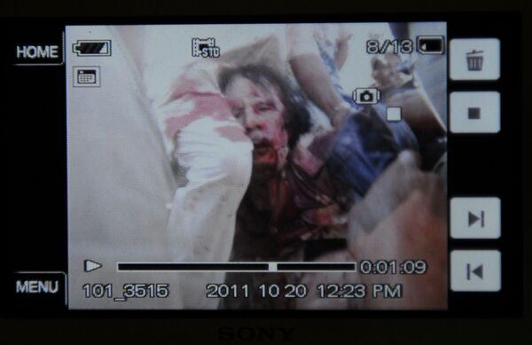Ảnh chụp trong thời gian bắt giữ cựu lãnh đạo Libya Muammar Gaddafi. - Sputnik Việt Nam