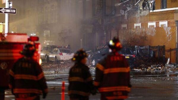 Пожарные на месте обрушения жилого дома в Нью-Йорке  - Sputnik Việt Nam