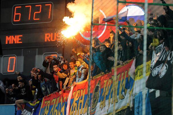 Cổ động viên Nga ở trận đấu vòng loại Giải vô địch châu Âu 2016 giữa đội tuyển quốc gia Montenegro và Nga - Sputnik Việt Nam
