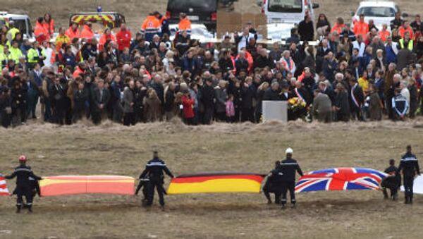 Thân nhân của những người thiệt mạng trong vụ tai nạn máy bay Airbus A320 dự nghi lễ tưởng niệm - Sputnik Việt Nam