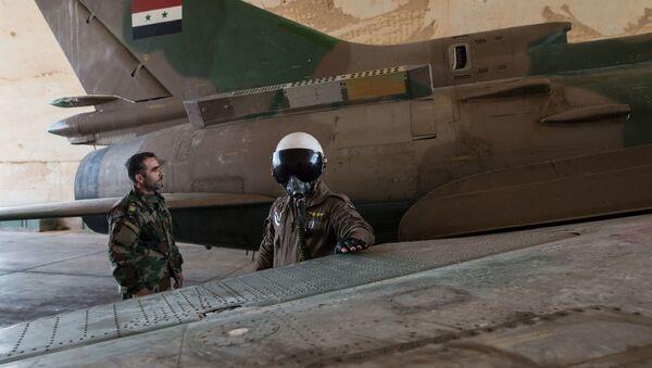 Phi công lực lượng không quân Syria tại căn cứ của quân đội Syria ở tỉnh Homs - Sputnik Việt Nam