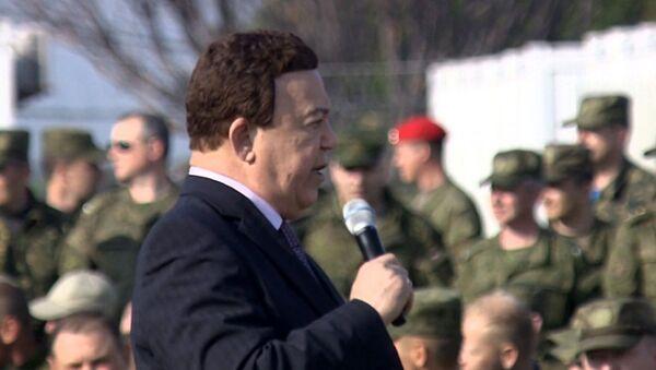 Ca sĩ nổi tiếng Iosif Kobzon hát phục vụ các chiến sĩ Nga tại căn cứ không quân Hmeymim ở Latakia - Sputnik Việt Nam