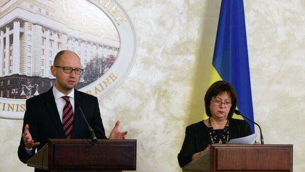Премьер-министр Украины Арсений Яценюк и министр финансов Украины Наталья Яресько - Sputnik Việt Nam