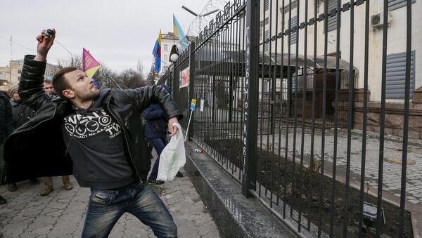 Người biểu tình trước Đại sứ quán LB Nga ở Kiev - Sputnik Việt Nam