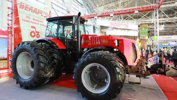 Máy kéo Belarus 3522 được giới thiệu tại triển lãm nông nghiệp - Sputnik Việt Nam