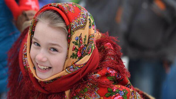 """Bé gái trong ngày lễ """"Maslenitsa rộng mở - 2016"""" ở Kazan - Sputnik Việt Nam"""