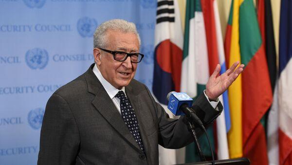 Ông Lakhdar Brahimi cựu đặc phái viên của Liên Hợp Quốc  về Syria - Sputnik Việt Nam