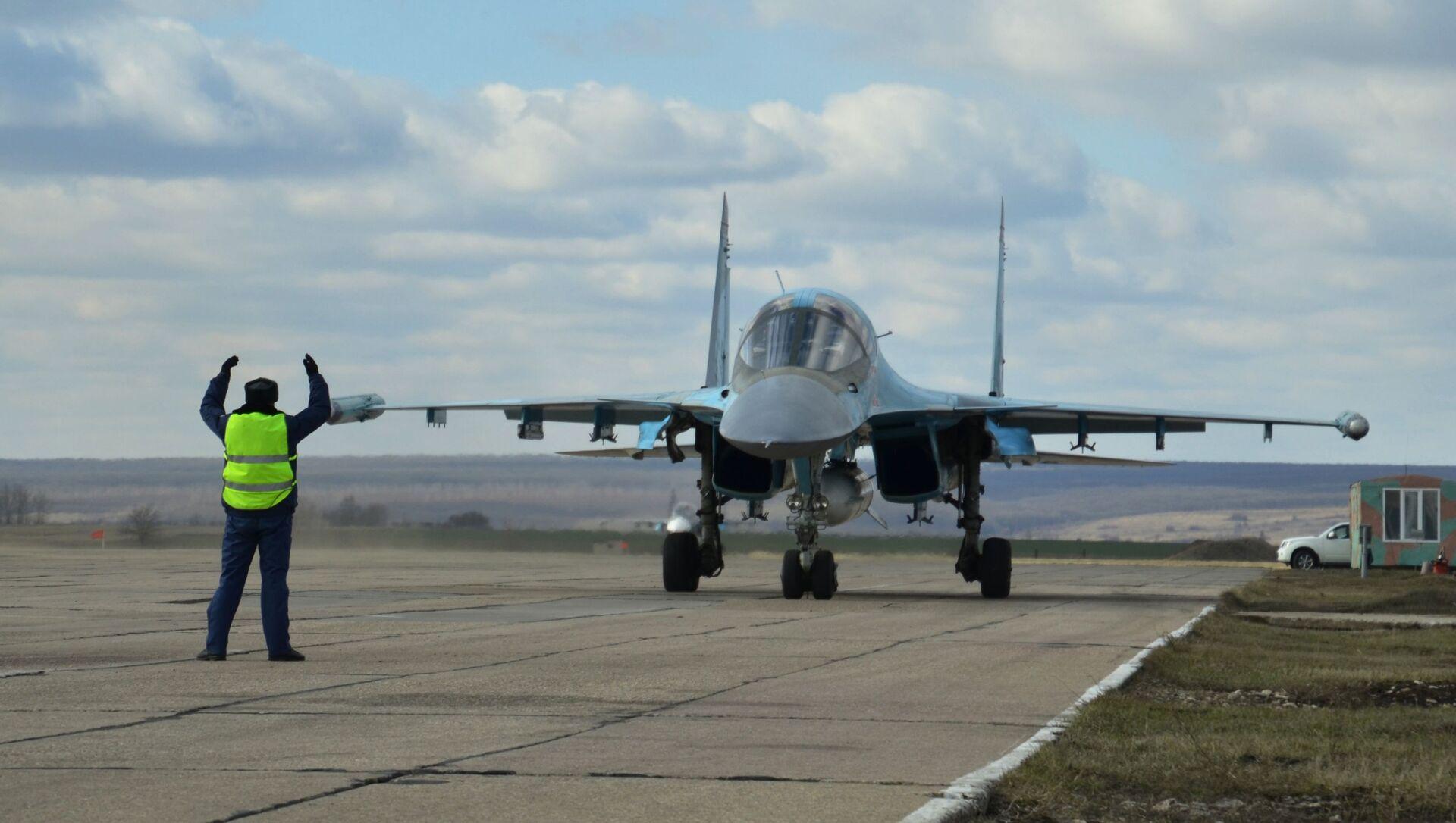 Nhóm máy bay ném bom Su-34 đầu tiên từ Syria hạ cánh xuống gần Voronezh. - Sputnik Việt Nam, 1920, 06.06.2021