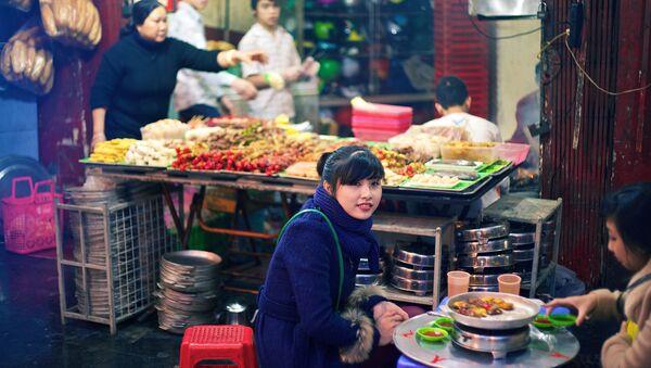 Lò nướng ngoài đường phố Hà Nội - Sputnik Việt Nam