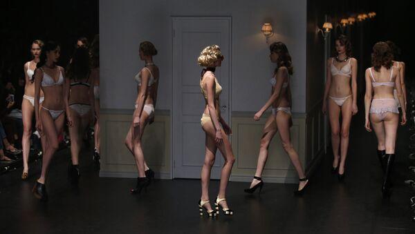 Dàn người mẫu tại Tuần lễ thời trang ở Tokyo - Sputnik Việt Nam