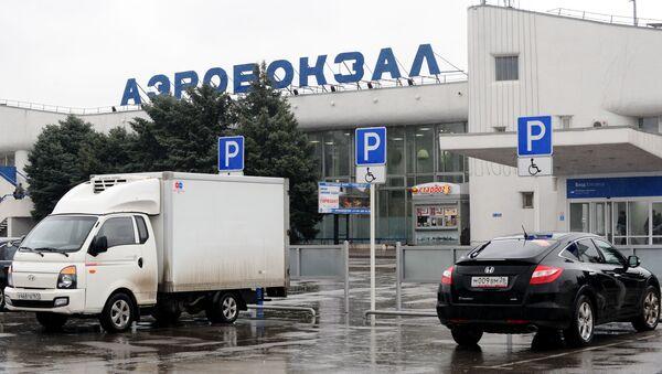 Phi trường  Rostov-na-Donu chiếc máy bay chở khách Boeing-737-800 bị rơi trong khi hạ cánh. - Sputnik Việt Nam