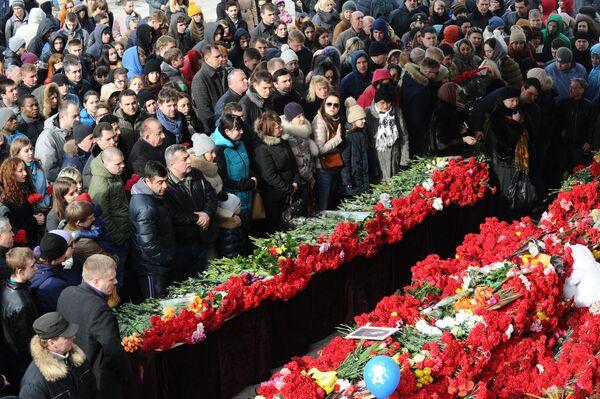 Đặt hoa tại tưởng niệm những người thiệt mạng trong vụ tai nạn máy bay tại Rostov-na-Dona - Sputnik Việt Nam