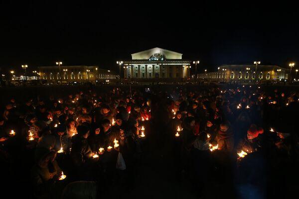 Nhân dân St Petersburg thắp nến tưởng nhớ những người chết trong vụ tai nạn máy bay Boeing-737-800 tại Rostov-na-Donu - Sputnik Việt Nam