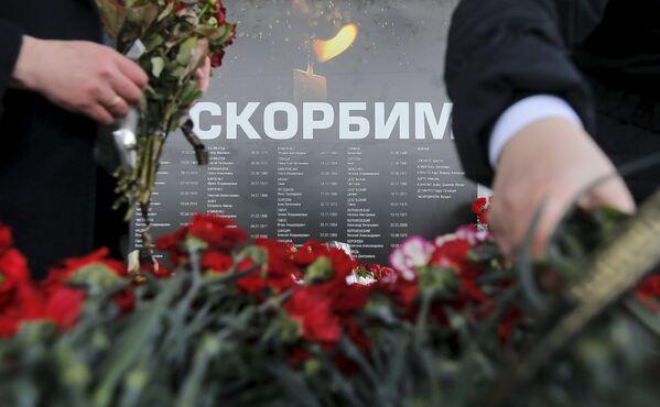 Hoa  để tưởng nhớ những người thiệt mạng trong vụ tai nạn máy bay ở Rostov-na-Donu - Sputnik Việt Nam