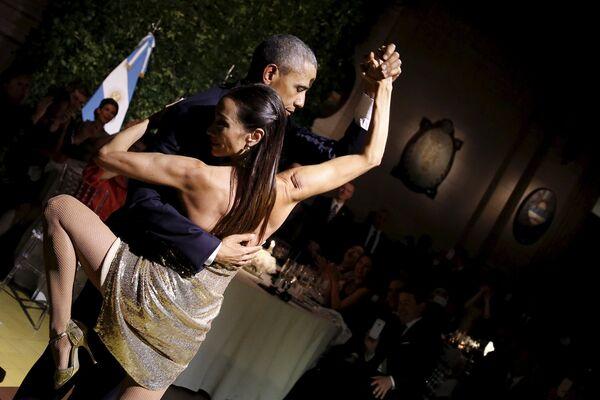 Tổng thống Hoa Kỳ Barack Obama nhảy tango tại buổi chiêu đãi Nhà nước ở Buenos Aires, Argentina, năm 2016 - Sputnik Việt Nam