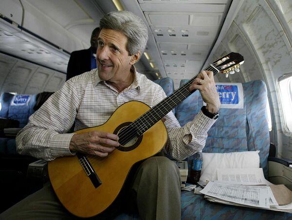 Ông John Kerry trong chiến dịch tranh cử Tổng thống Hoa Kỳ năm 2004 - Sputnik Việt Nam