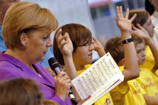 Thủ tướng Đức Angela Merkel trong một lễ hội  ở Berlin năm 2009 - Sputnik Việt Nam