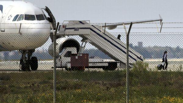 Chiếc máy bay của hãng EgyptAir bị chiếm giữ tại sân bay Larnaca - Sputnik Việt Nam