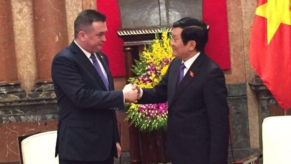Chủ tịch nước Việt Nam Trương Tấn Sang  tiếp  thống đốc Primorye thuộc LB Nga Vladimir Miklushevsky - Sputnik Việt Nam