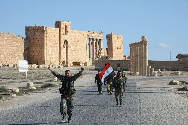 """Chiến sĩ dân quân Chim ưng sa mạc"""" ở  Palmyra sau giải phóng - Sputnik Việt Nam"""