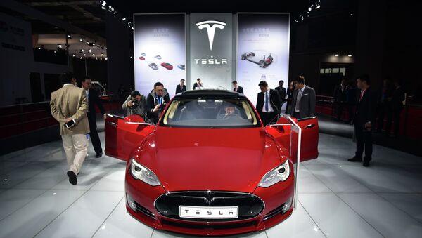 Tesla Model S P85d - Sputnik Việt Nam