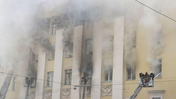 Cháy toà nhà thuộc Bộ Quốc phòng ở Moskva - Sputnik Việt Nam